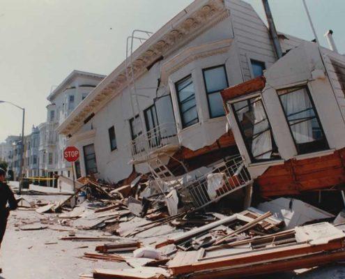 این عکس نمونه ای از خرابی زلزله لوما پریتا را نشان می دهد