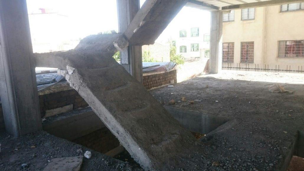 پله سه رمپه بر روی تیرهای کنسولی