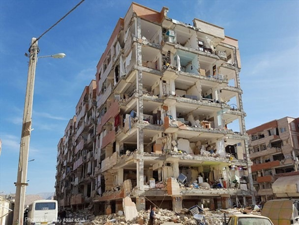 آسیب وارده بر اجزای غیر سازهای در زلزله کرمانشاه، ایران، 1396 به دلیل استفاده نکردن از وال پست