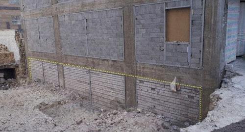 دیوار حائل با مصالح بنایی (آجر فشاری) و تاثیر آن در محل تراز پایه