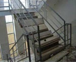 شکست کف پله در زلزله بم به علت اجرای نادرست