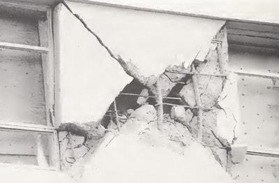 ترک خوردگی دیوار برشی در برابر زلزله نورتریج به دلیل میلگرد گذاری نامناسب