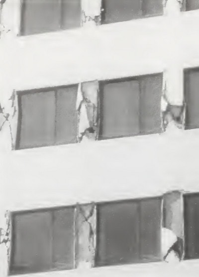 خرابی ایجاد شده در سازه در اثر زلزله کوبه