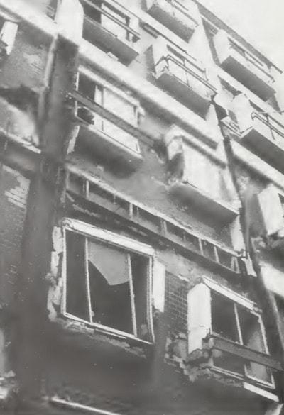 تخریب سازه در برابر زلزله به دلیل نماری آجری در قاب فلزی