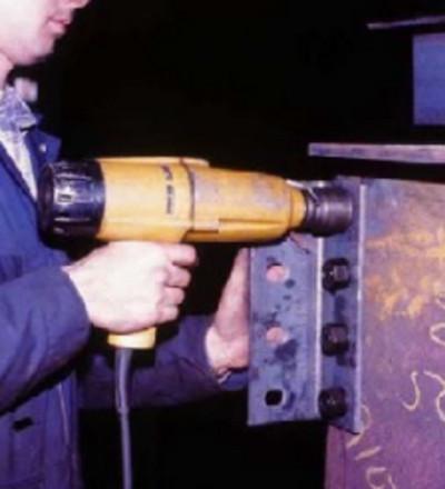 کاربرد آچار برقی در نصب اسکلت فلزی